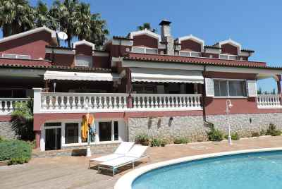 Luxury mansion with pool in Alella on Maresme Coast